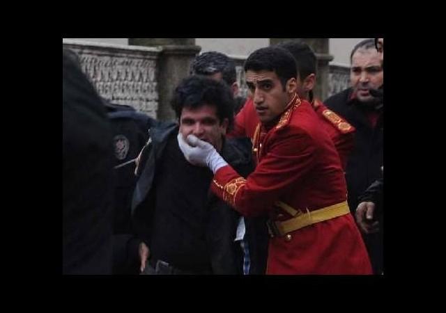 Dolmabahçe Sarayı'na bomba attı!