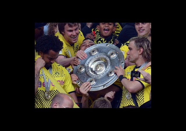 Dortmund Şampiyonluk Tepsisini Aldı