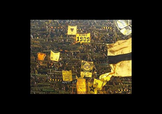 Dortmund Taraftarına İlginç Bayrak Davası!