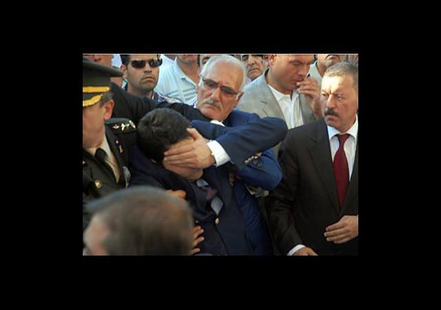 DPGenel Başkanı Şehit Cenazesinde Fenalaştı!