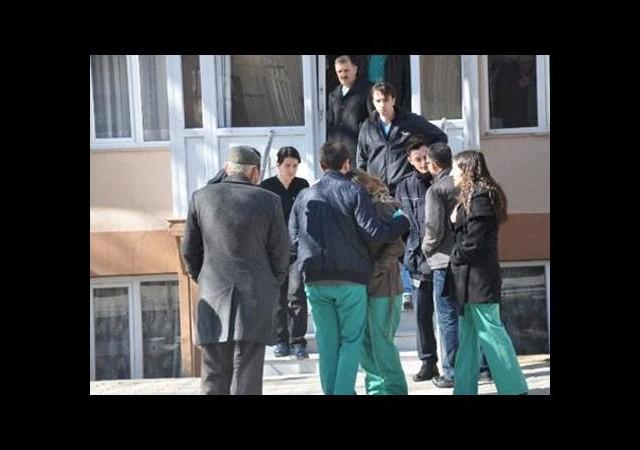 Lise öğrencisi kaldığı yurtta ölü bulundu