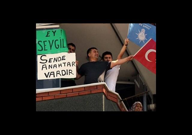 AK Parti MKYK Öncesi Erdoğan'a İlginç Pankart