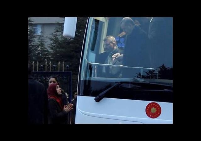 Erdoğan onu görünce otobüsünü durdurdu