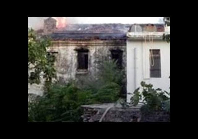 200 yıllık tarihi ev kül oldu!