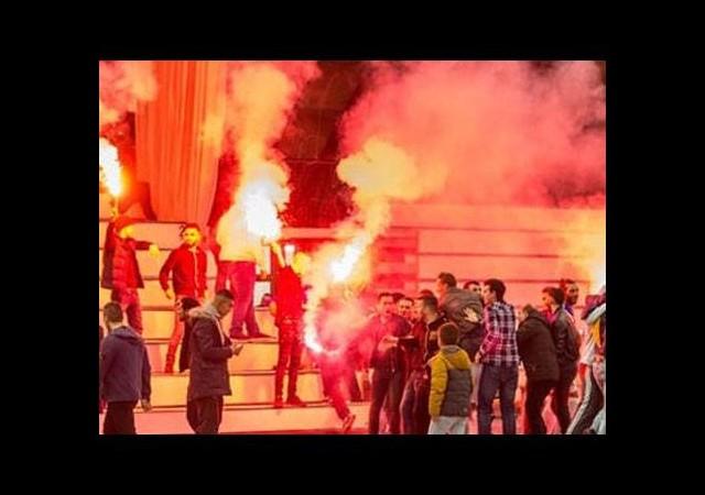 Fenerbahçeliler salonu yaktı!