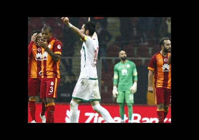 Galatasaray'da savunma krizi!
