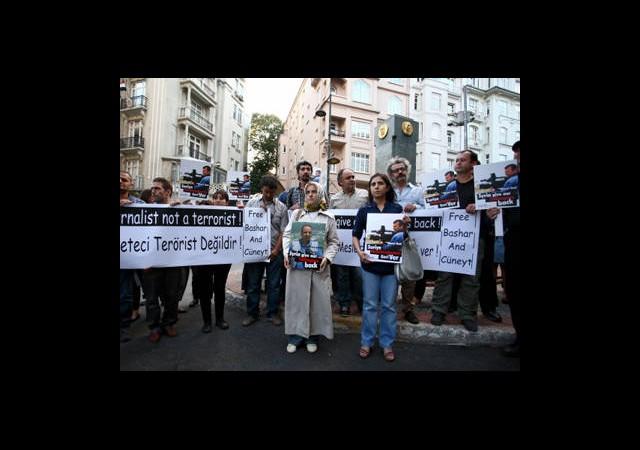 Suriye'deki Gazetecileri Getirmek İstiyoruz