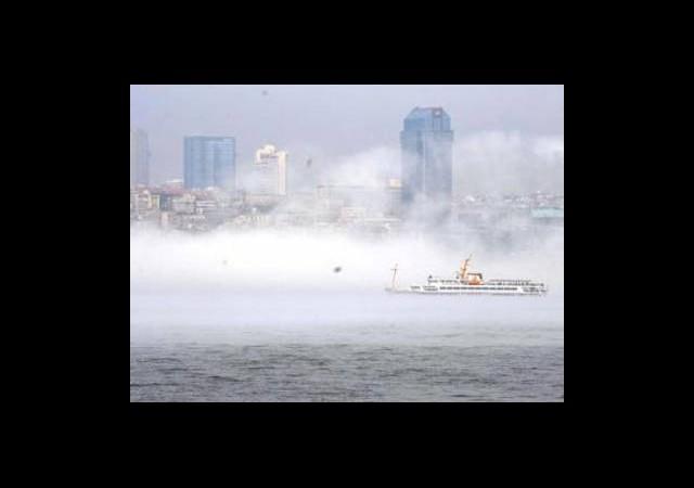 İstanbul'daki Sis O Gökdelenleri Sildi