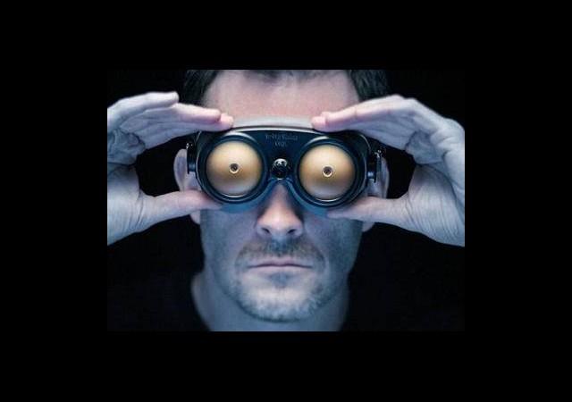 Bu Gözlük Çıplak Gösteriyor!