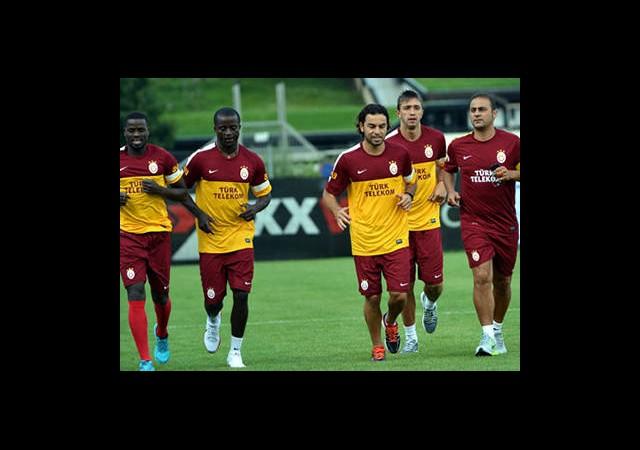 Galatasaray Top Başı Yapıyor