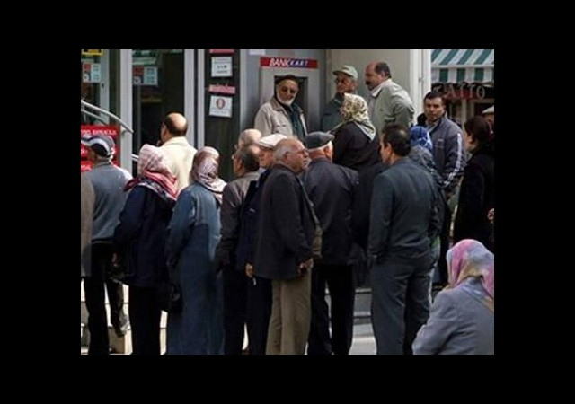 Emekliler bankaların açığını buldu