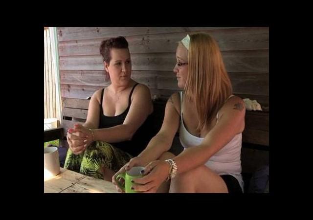Nişanlısı genç kadını annesiyle aldattı!