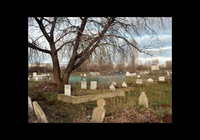 Belediye borcu yüzünden mezarlığa haciz