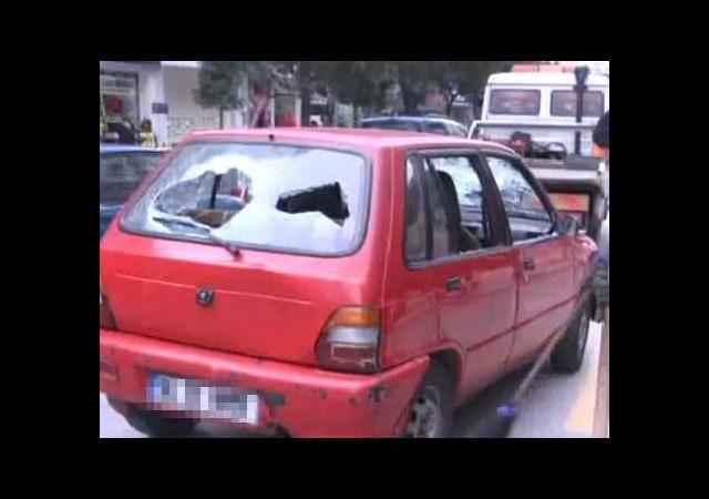 Trafik cezasına kızdı, aracını parçaladı!