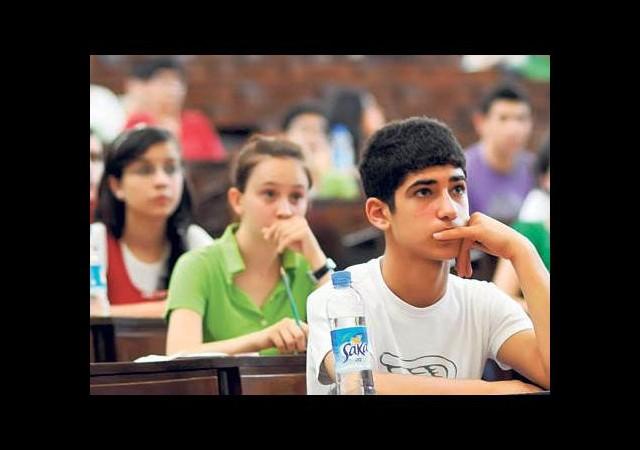 Üniversiteyi kazanamayan erkek çocuğa Evlat Vergisi