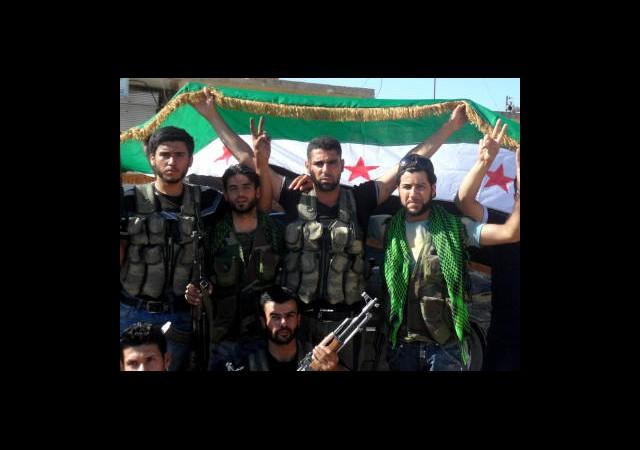 Halep'te Muhalif Bayrağı