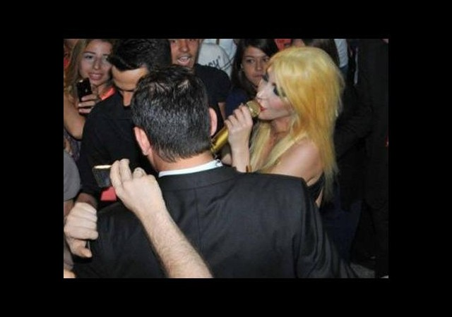 Hande Yener Bursa'da konser verdi