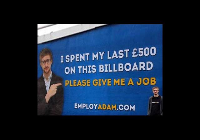 Cebindeki Son Parayla Kendi Reklamını Yaptı