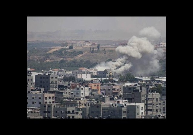 İsrail Gazze'ye 50 yerden saldırdı
