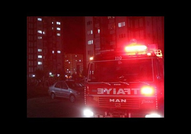 Asansör üçüncü kattan çakıldı!