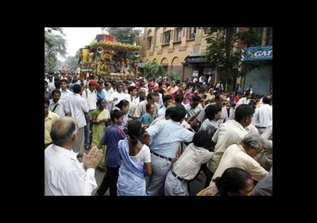 Hindistan'da Facia: 60 Ölü!