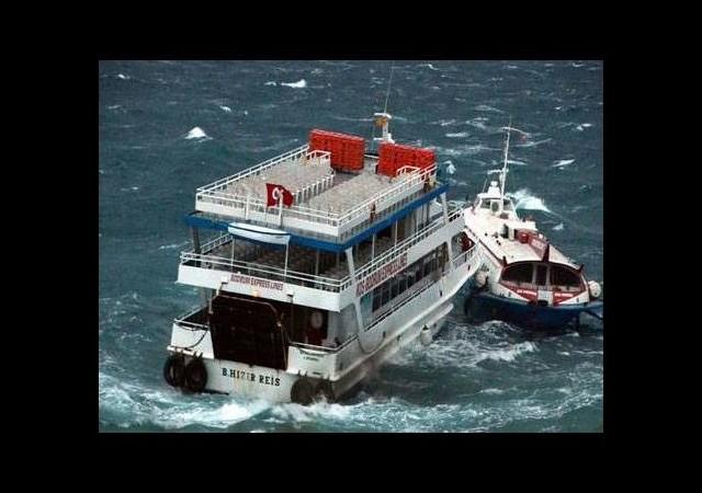 Deniz otobüsünü kurtarmak isterken çarptı