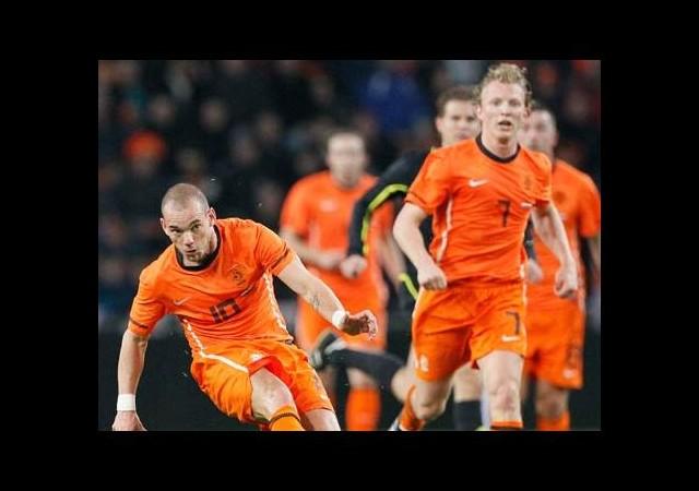 Kuyt ve Sneijder kadroya alındı mı?
