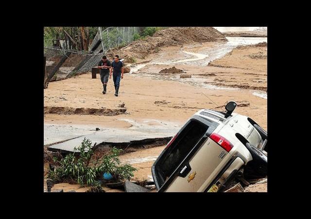 Kasırgalarda 21 Kişi Hayatını Kaybetti