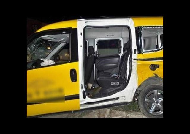 Kaza Yapan Taksiciyi Soydular