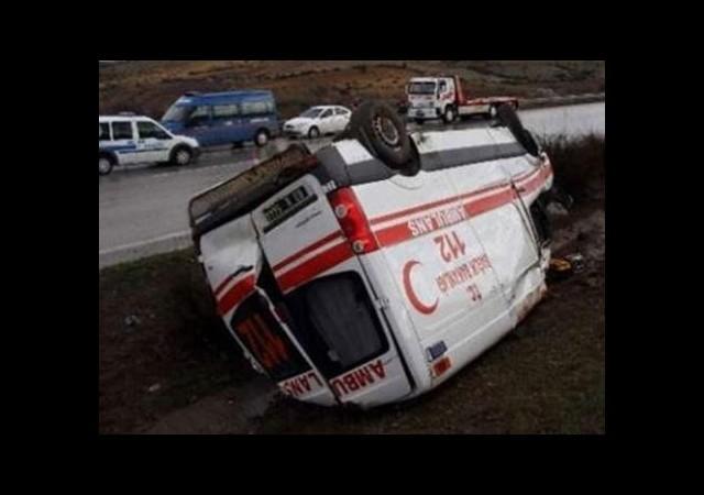 Hasta taşıyan ambulans devrildi!..
