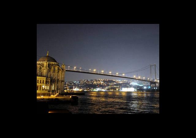 Dünya İçin Boğaz Köprüsü Karanlığa Gömüldü