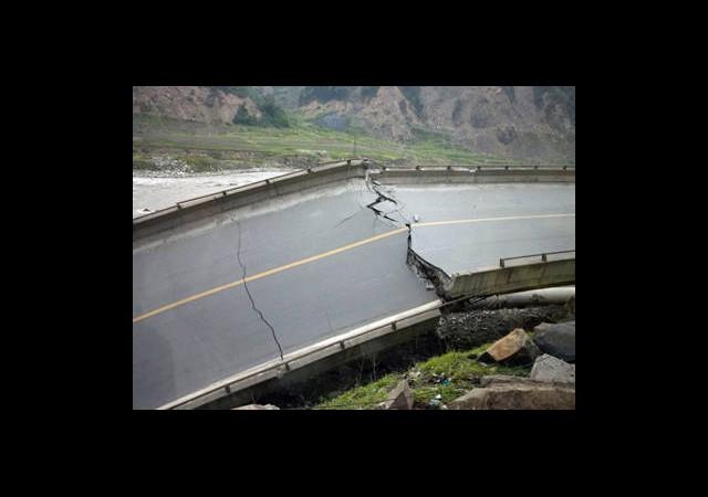 Çin'de Köprü Çöktü: 26 Ölü
