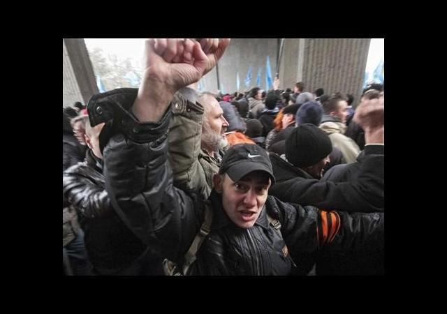 Kırım'da tansiyon yükseliyor