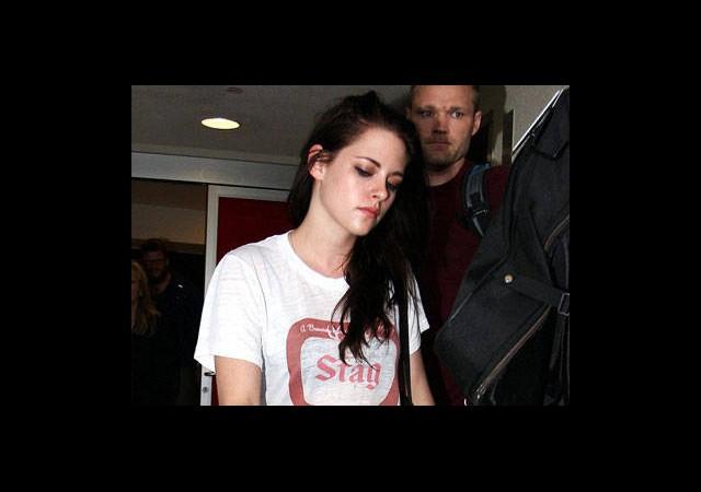 Kristen Kendini Eve Kapattı