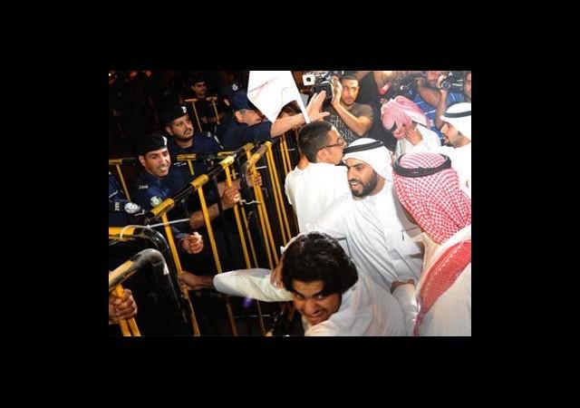 Kuveyt'te Muhalifler Sokağa Döküldü