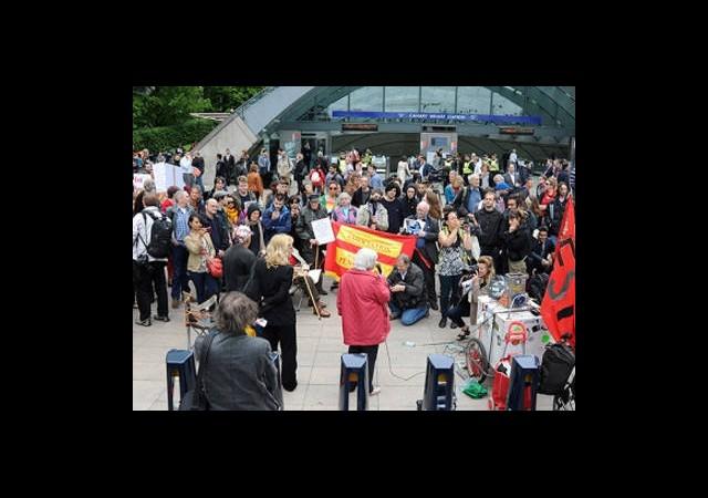 Londra'da G8 Protestoları Sürüyor