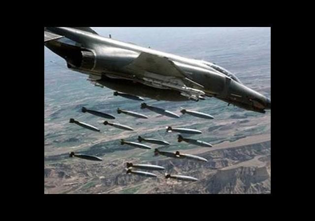 Jetler Mahmur'u bombalıyor