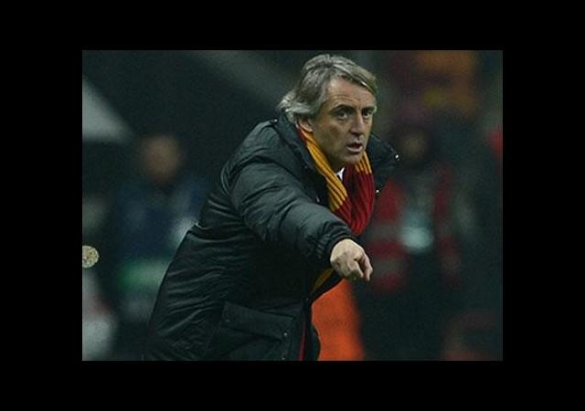 Savunmacılar Mancini'nin yüzünü güldürdü!