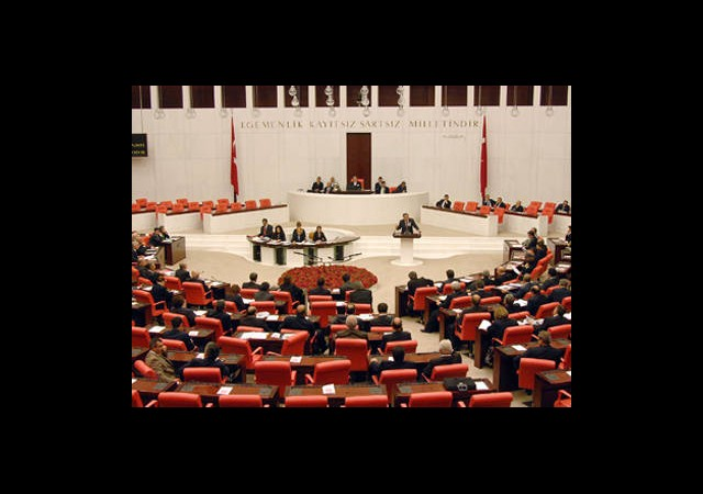 'Ana Dilde Savunma' Meclis'ten Geçti