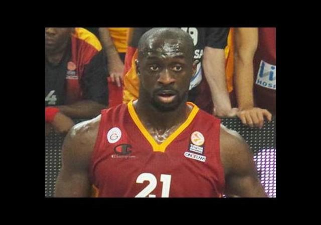 Galatasaray'ın yıldızı o takıma imzayı attı!