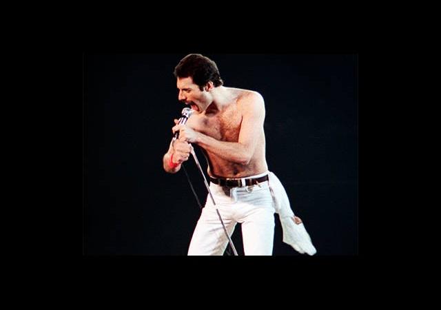 Freddie Mercury Yeniden Sahnede