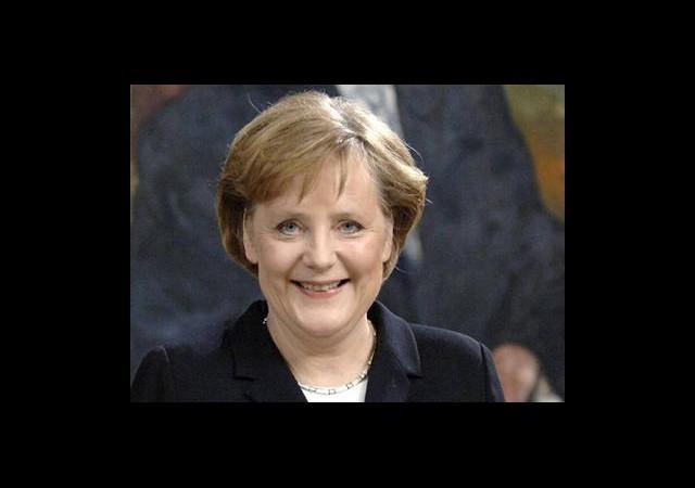 Merkel %98 Oyla Yeniden Lider Seçildi