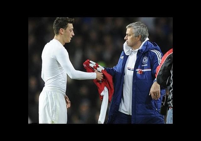 Mesut Özil Mourinho'ya Karşı!