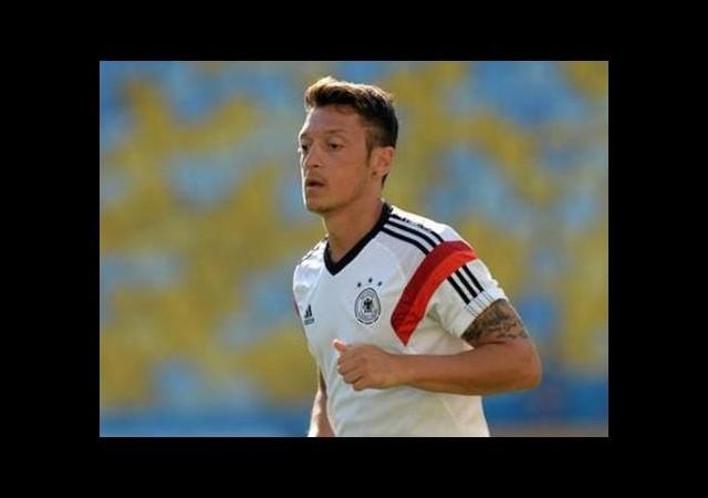 Mesut Özil'den örnek davranış!