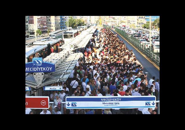 Topbaş'tan Boş Metrobüs Müjdesi