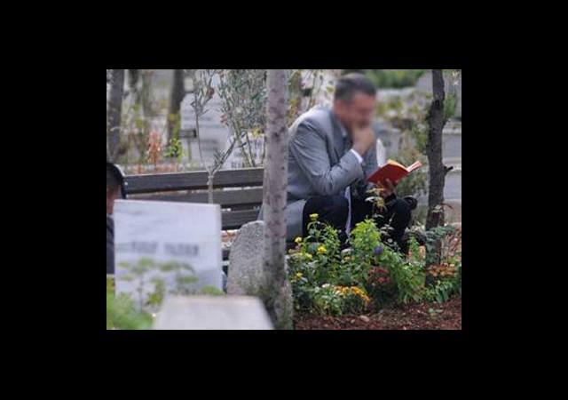 Mezarlıklarda Parayla Kur'an Okumaya Yasak