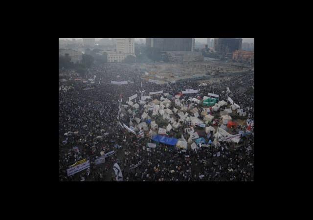 Destekçiler Nahda'da, Muhalifler Tahrir'de
