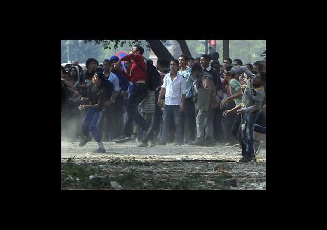 Mısır'da Protestolar Sürüyor! Mursi Halka Seslenecek