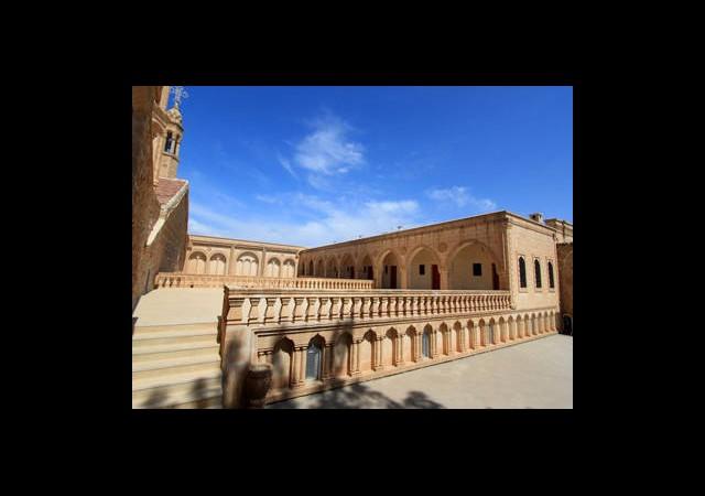 Dünyanın En Eski Manastırı İçin İşgal Davası!