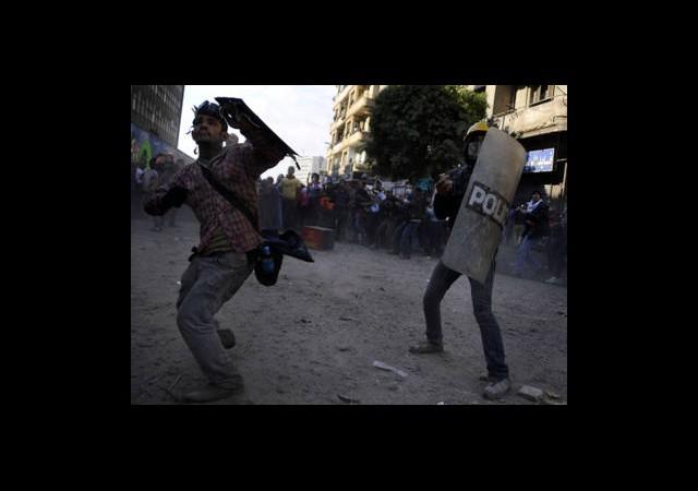 Mursi'nin Kararına Tepkiler Sürüyor